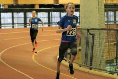 OWL  Hallenmeisterschaft 09.02.2020 Paderborn.  Lisa ist OWL Meisterin über 800m  2:35,4 s und Sophie OWL Vizemeisterin 2:47s